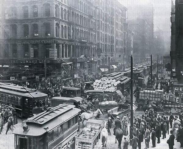 Rush hour looked a lot different than it does today, Chicago, 1909